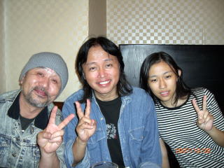 箱守さんとブンさんと娘さん。コンサートが終った後なので、表情がホッとしてますね。